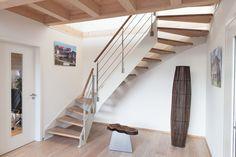 hpl treppe mit wei er wange und relinggel nder stufen und handlauf in der holzart douglasie. Black Bedroom Furniture Sets. Home Design Ideas