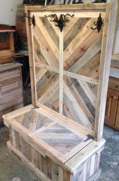 Pallet wood entryway bench or hall tree