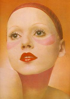 makeup By Clive Arrowsmith for British Vogue, 1970 70s Makeup, Retro Makeup, Makeup Inspo, Beauty Makeup, Hair Makeup, Makeup Bags, Makeup Ideas, Pattie Boyd, Mary Quant