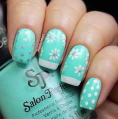 Cute Floral nails, http://www.beautyintact.com