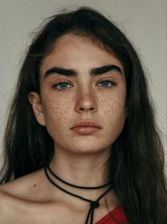 Such a beautiful anomaly. the beauty of the mutation that are freckles Pretty People, Beautiful People, Beautiful Pictures, Grunge Hair, Portrait Inspiration, Woman Face, Girl Face, Belle Photo, Pretty Face