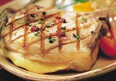Côte de porc à l'ardennaise - Recettes - Cuisine française Pork Chops, Baked Potato, Mashed Potatoes, Champagne, Chicken, Ethnic Recipes, France, Food, Voici