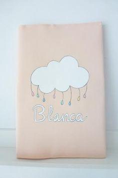 Funda cartilla sanitaria con nube para Blanca, ya tiene todo el conjunto!! #handmade #newborn #nacimientos #regalos