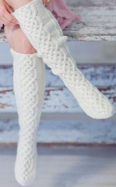 So many beautiful socks ~ npio * Cable Knit Socks, Crochet Slippers, Knitting Socks, Crochet Scarves, Knit Crochet, Lots Of Socks, Aran Jumper, Stocking Tights, Classic Outfits