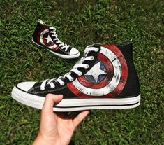 It's important to choose the correct women's sneakers when using them for different activities. Read more to learn how to choose the right women's sneakers. Galaxy Converse, Converse All Star, Style Converse, Converse Chuck Taylor, Cool Converse, Batman Converse, Painted Converse, Painted Sneakers, Hand Painted Shoes