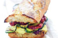 44 nej receptů s cuketami Ciabatta, Salmon Burgers, Sandwiches, Ethnic Recipes, Food, Essen, Meals, Paninis, Yemek