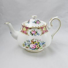 Royal Albert Lady Carlyle Teapot, Vintage Floral Bone China Teapot. Tea Rose Garden, Roses Garden, Romantic Cottage, Romantic Homes, Purple Roses, Rose Flowers, Vintage Floral, Vintage Teacups, English Teapots