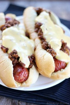 It's perfectly seasoned Sloppy Joes meets hot dogs nestled in warm toasty buns. Drizzle the creamy garlicky cheese sauce over the tops and you have yourself delicious Cheesy Sloppy Dogs! Did you ever grow up with the classic Sloppy Joes? My guys have gone through their obsessive stages of the classicsandwich for years.  But …