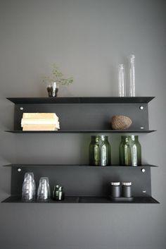 DIY Floating Shelves, bookshelf, and Wall Shelves Easy, Simple Interior Design Blogs, Interior Modern, Küchen Design, Layout Design, House Design, Espace Design, Bookcase Shelves, Black Shelves, Ikea Shelves