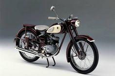 Yamaha comemora 60 anos no segmento de motocicletas - Sexagenária sexy