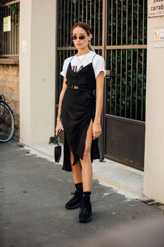 Summer Street Style Looks to Copy Now Sommer Streetstyle Mode / Fashion Week Week Street Style 2018, Milan Fashion Week Street Style, Looks Street Style, Street Style Summer, Cool Street Fashion, Looks Style, Look Fashion, Trendy Fashion, Womens Fashion