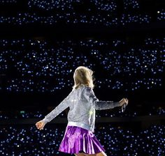 : Taylor Swift looks out to thousands of blinking lights as she performs on her 1989 World Tour at Lincoln Financial Field in Philadelphia #1989worldtour