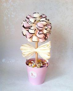 Bäumchen aus Marshmallous in einem rosafarbenen Eimer