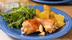 Garlic Roasted Chicken and Potatoes Roasted Chicken And Potatoes, Garlic Chicken, Broccoli Chicken, Roast Chicken, Dinner Dishes, Dinner Recipes, Main Dishes, Turkey Dishes, Cooking Recipes