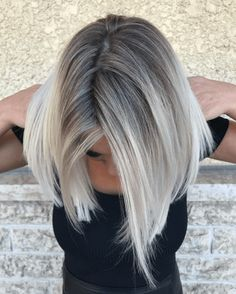 Golden Blonde Balayage for Straight Hair - Honey Blonde Hair Inspiration - The Trending Hairstyle Blonde Hair With Roots, Ice Blonde Hair, Silver Blonde Hair, Blonde Hair Shades, Platinum Blonde Hair, Grey Hair Dark Roots, Grey Blonde Hair Color, Grey Hair Highlights, Short Gray Hair