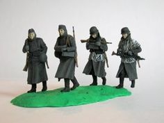 "Niemiecka piechota - Stalingrad - 4 figurki żołnierzy niemieckich. Figurki plastikowe, złożone i pomalowane w skali 1:35. Figurki bez podstawki.   ""German Infantry - Stalingrad"" (021940) - These are a figures of German Soldiers, plastic figures, glued and painted, 1:35 scale figures. Figures without stand."
