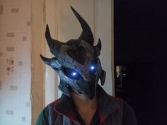 This papercraft is a life size Daedric Armor Helmet, from the game The Elder Scrolls V: Skyrim, the paper model is created by Andrey Teslya. The size of fi Elder Scrolls V Skyrim, The Elder Scrolls, Daedric Armor, Papercraft Download, Suit Of Armor, Cosplay Tutorial, How To Make Diy, Panzer, Paper Models
