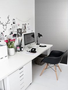 Black and grey tiny pattern feature wall, with a huge inspiration board for your home office