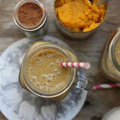 1 1/2 cups unsweetened almond milk 3/4 cup organic pumpkin puree 1 frozen banana 1/2 Bartlett pear 1/4 teaspoon pumpkin spice 1 scoop (2 tablespoons) pea protein 1/2 cup ice