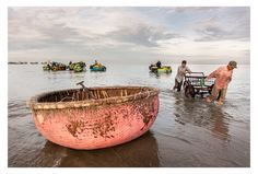 Photo Pink bamboo round boat par Peter Pham on 500px