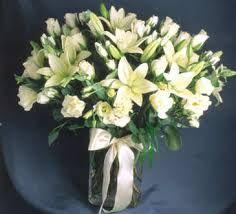 Resultado de imagen para arreglos florales LISIANTHUS Y LILIUMS