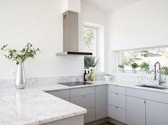 villa on Älgö Kitchen Cupboards, Kitchen Tiles, Kitchen Dining, Kitchen Decor, Kitchen Furniture, Kitchen Interior, Interior Design Living Room, Interior Decorating, Family Kitchen