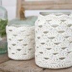 Crochet Jar Cosy - Free pattern - to cover those jar candles! Crochet Diy, Crochet Simple, Crochet Gratis, Crochet Home, Ravelry Crochet, Crochet Fruit, Double Crochet, Single Crochet, Yarn Projects
