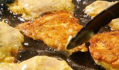 <b>Postup: </b> <br>Maso nakrájíme na kusy. V pánvi smažíme cibuli a česnek. V Meat, Chicken, Red Peppers, Beef, Cubs