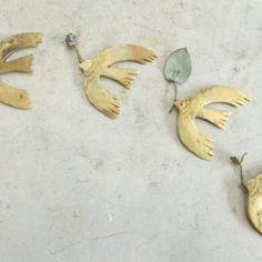 アルゲンタビスのブローチ(真鍮)