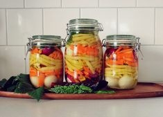 mjölksyrade grönsaker Fermented Foods, Food Inspiration, Pickles, Mason Jars, Food And Drink, Favorite Recipes, Snacks, Canning, Land