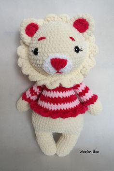 Crochet lion. Pattern Amalou.Design. Made by Woolen Bee
