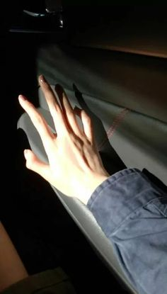 Pretty Hands, Beautiful Hands, Beautiful Sky, Hand Veins, Cuerpo Sexy, Emo Anime Girl, Hand Pictures, Hand Reference, Male Hands