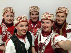 Vastapssal ünnepelték a magyar néptáncosokat Kínában Hungary, Budapest, Folk Art, Crown, Costumes, Embroidery, Blog, Fashion, Self