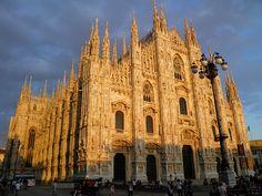 Duomo di Milano, Italia  Been here, but let's go again!