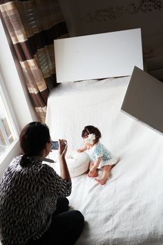 DIY baby shoot made by yourself: tips for beautiful indoor pictures - BabY - Baby Diy Foto Newborn, Newborn Photos, Baby Pictures, Baby Photos, Children Photography, Newborn Photography, Photography Ideas, Mom And Baby, Baby Kids