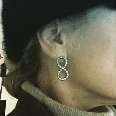 Love the simplicity of the infinite symbol #isabelladelbono #diamond #chic #earrings @ #marianaantinori