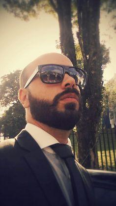 Beard and Bald, beard style, Full Beard, beard tie, barba, terno e gravata.