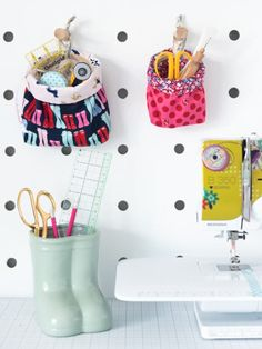I'm always losing my scissors and seam rippers while I'm sewing and thought it would be nice to have a small hanging basket to store them. These baskets are just the right size to hang on a pegboard to store small accessories. #sewing #organization #fabric #basket #free #pattern #tutorial