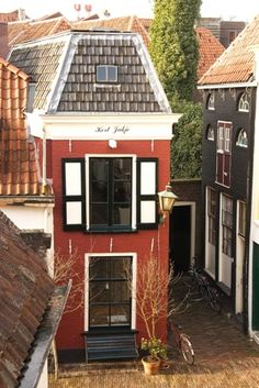 Bed and Breakfast 'Kort Jakje' in Zwolle, The Netherlands. Great Places, Places To Go, Beautiful Places, Amazing Places, Leiden, City Landscape, Perfect World, B & B, Bed And Breakfast