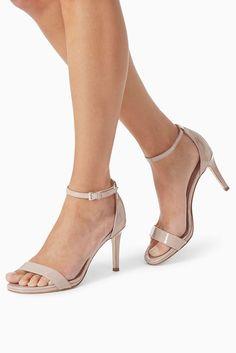 Zweiteilige Sandalette  Obermaterial: Textil. Futter und Decksohle: sonstiges Material/Leder. Außensohle: sonstiges Material.  Diese Sandalette mit flacher Plateausohle ist ein unwiderstehlicher Look für diese Saison....