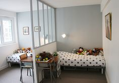 Great way to separete space for two kids, if you do not have two room, insted of a normal wall, the half glas will give light