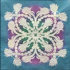 Hawaiian Quilt Patterns, Hawaiian Pattern, Hawaiian Quilts, Hawaiian Crafts, Hawaiian Decor, Hawaiian Designs, Applique Stitches, Applique Quilts, Quilt Storage