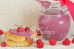 Курд (или еще его название произносят как кёрд) - это сладкий десертный крем, который принято готовить на основе фруктового или ягодного (сока).