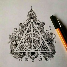 Zeichnungen Einfach: harry potter, art, drawing, mandala More - Awesome Art Pins Harry Potter Tattoos, Arte Do Harry Potter, Harry Potter Drawings Easy, Harry Potter Symbols, Harry Potter Deathly Hallows, Harry Potter Tumblr, Harry Potter Sweets, Harry Potter Sketch, Harry Potter Sign