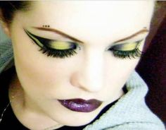 Google Image Result for http://www.gothic-culture.com/images/stories/Fashion/Makeup/cybergoth_2/Cyber%2520goth.JPG