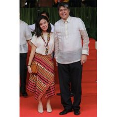 Frankie Panglinan (left), daughter of singer, actress and TV host Sharon Cuneta and Senator Kiko Pangilinan wore Narda's fashion apparel at Vice President Leni Robredo's inauguration Blouse Batik, Batik Dress, Arab Fashion, White Fashion, Traditional Fashion, Traditional Dresses, Modern Filipiniana Gown, Filipino Fashion, Skirt Fashion