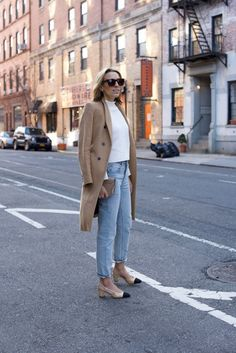Chanel Slingbacks- NYC Street Style- Alexander Wang Jeans - 4 of 13 Nyc Street Style, Street Style Summer, Street Styles, Winter Fashion Outfits, Autumn Winter Fashion, Winter Outfits, Stylish Outfits, Girly Outfits, Simple Outfits