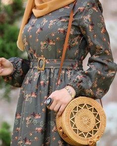Iranian Women Fashion, Islamic Fashion, Muslim Fashion, Modest Fashion Hijab, Modern Hijab Fashion, Fashion Dresses, Abaya Mode, Mode Hijab, Abaya Designs