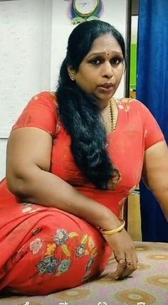 Aunty Desi Hot, Indian Natural Beauty, Aunty In Saree, Beautiful Women Over 40, Girl Hijab, India Beauty, Women Lingerie, Beauty Women, Blouse Designs