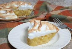 This is one of my best tasting pies yet! I love how the pineapple is so creamy -like custard and the meringue just sets it off. But the crust also makes it special. So all you pineapple lovers give this one a try and tell me what you think! Rhubarb Meringue, Meringue Pie, Pineapple Pudding, Pineapple Pie, Pie Recipes, Cooking Recipes, Homemade Pumpkin Pie, Side Dishes Easy, Custard